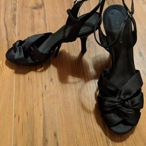 Nine West black strappy heel size. 7.5